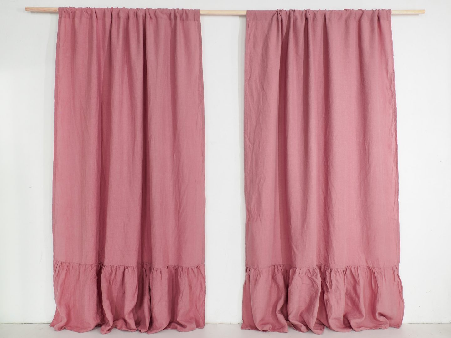 Ruffled curtains in dusty pink