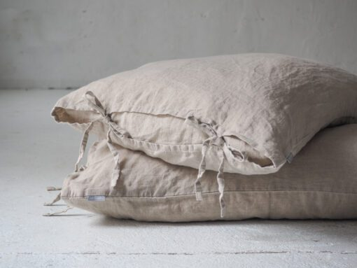 Linen pillowcases with ties