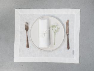 białe serwetki lniane