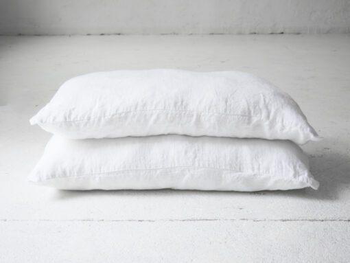 Biała lniana poszewka na poduszkę