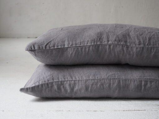 szara poszewka na poduszkę