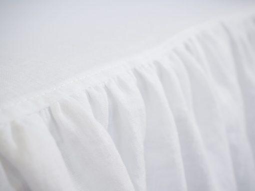 biała narzuta lniana