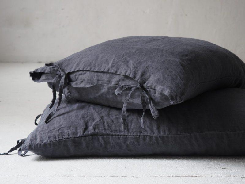 Lniana poszewka na poduszkę z troczkami