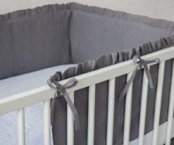 Szary ochraniacz na szczebelki do łóżeczka