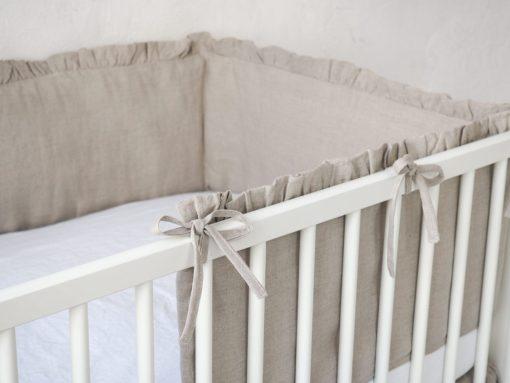 Ochraniacz na szczebelki do łóżeczka z falbanką
