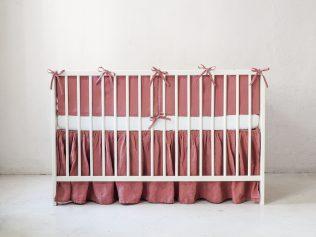 Różowy ochraniacz na szczebelki do łóżeczka