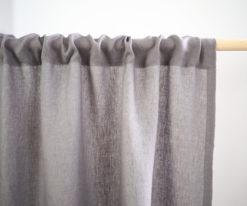 Grauer Leinen Vorhang mit Rüschen