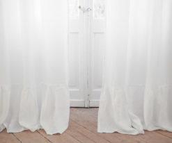 Lekkie białe zasłony z falbanką