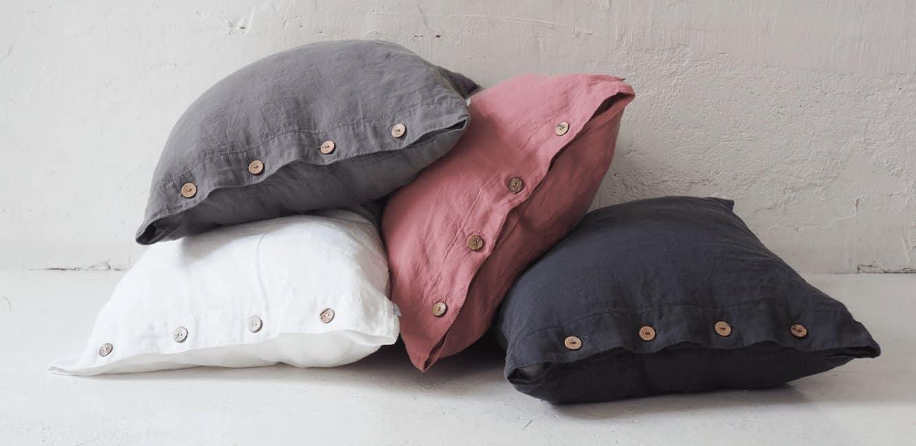 poduszki z guzikami 1400×650