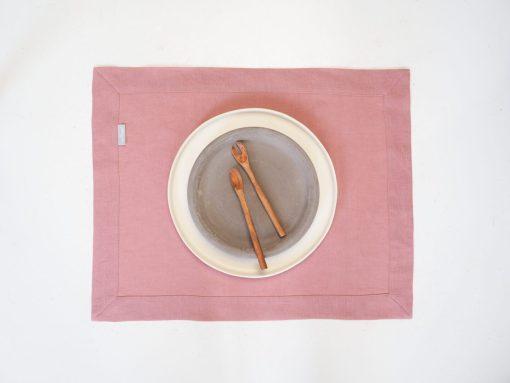 różowe lniane podkładki