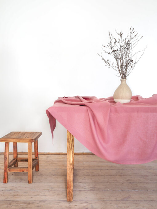 różowy obrus lniany