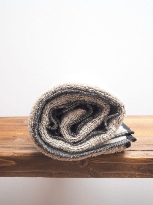 dunkles Leinen-Frottee-Handtuch