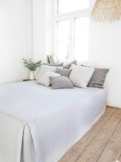 Lniany lambrekin na łóżko