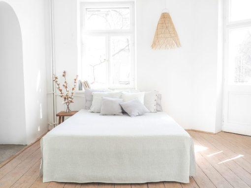 Lniany pokrowiec na łóżko
