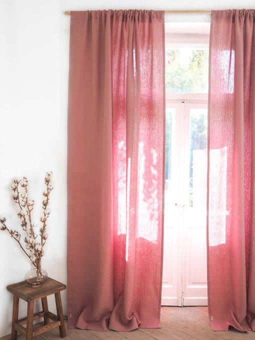 Różowe zasłony z grubego lnu