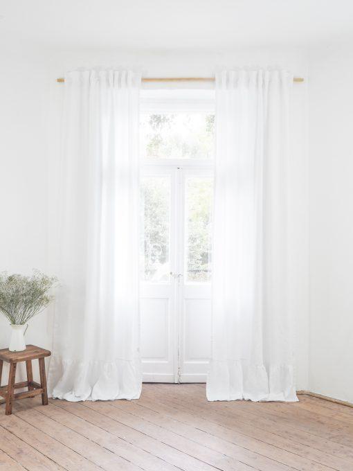 Solidne białe lniane zasłony
