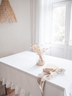 Biały gruby lniany obrus z falbanką