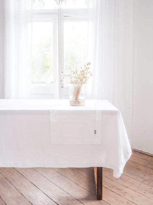 Biały lniany bieżnik na stół