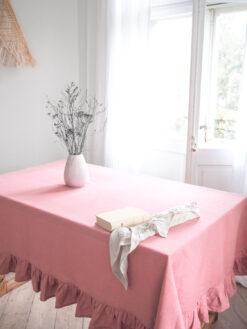 Różowy gruby lniany obrus z falbanką