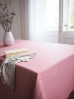 Różowy obrus z grubego lnu