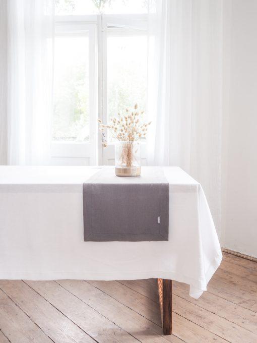 Szary lniany bieżnik na stół