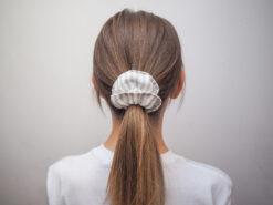 Lniana gumka do włosów w paski