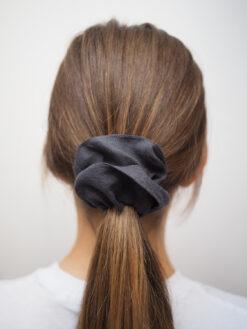 grafitowa lniana gumka do włosów typu scrunchie