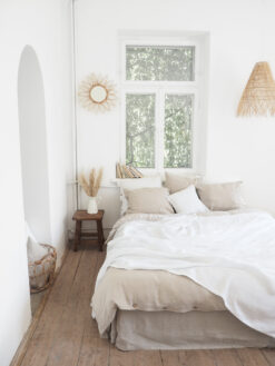 White linen throw with fringes