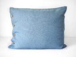Kissenbezüge aus blauem Leinen mit Knöpfen